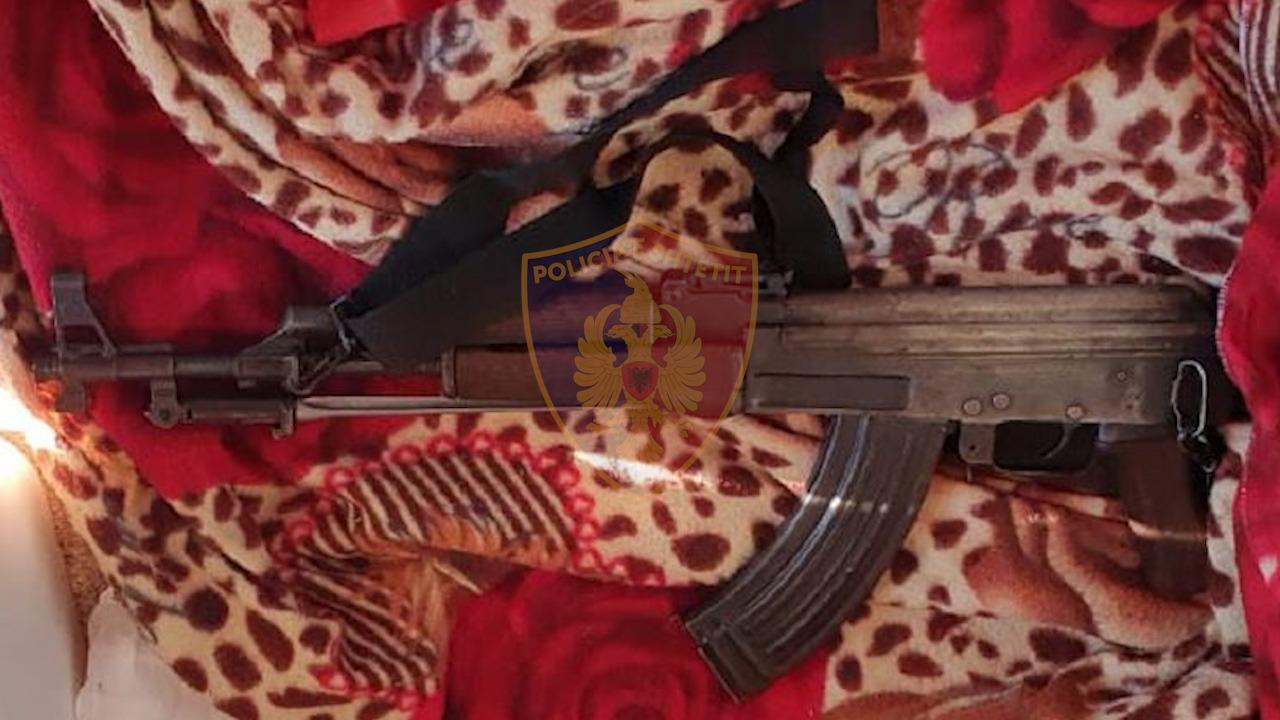 Drogë dhe armë zjarri në banesë  në pranga i riu në Lezhë